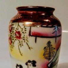 Antigüedades: ANTIGUO JARRONCITO EN PORCELANA CHINA. Lote 212035823