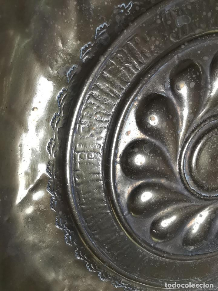 Antigüedades: Original plato petitorio limosnero de latón del siglo XVI - Foto 32 - 212105273