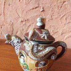 Antigüedades: BONITA TETERA CON FORMA DE DRAGON O CERAMICA JAPONESA O CHINA CON SELLO. Lote 212155136