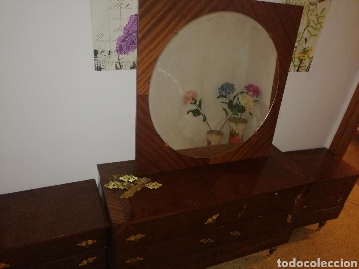 CONJUNTO 2 MESITAS, COMODA Y ESPEJO (Antigüedades - Muebles - Cómodas Antiguas)