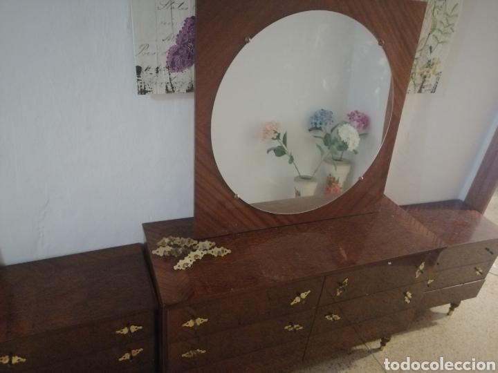 Antigüedades: Conjunto 2 mesitas, comoda y espejo - Foto 2 - 212202775