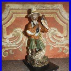 Antigüedades: FIGURA DE PORCELANA DE UN PESCADOR CHINO. Lote 212208915