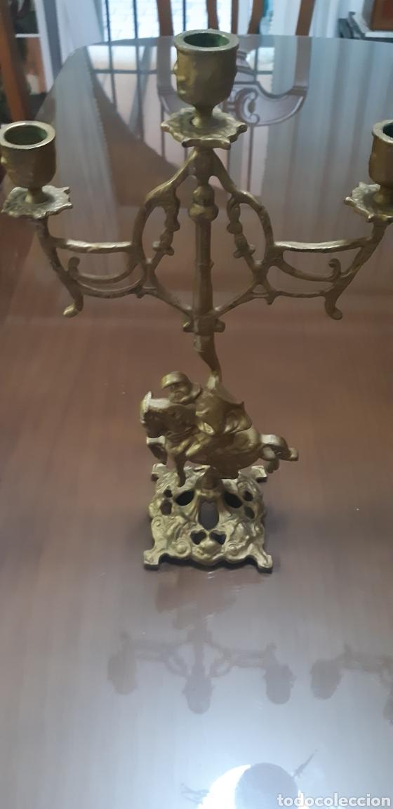 Antigüedades: Conjunto de candelabros y reloj en bronce años 70 - Foto 3 - 212216516