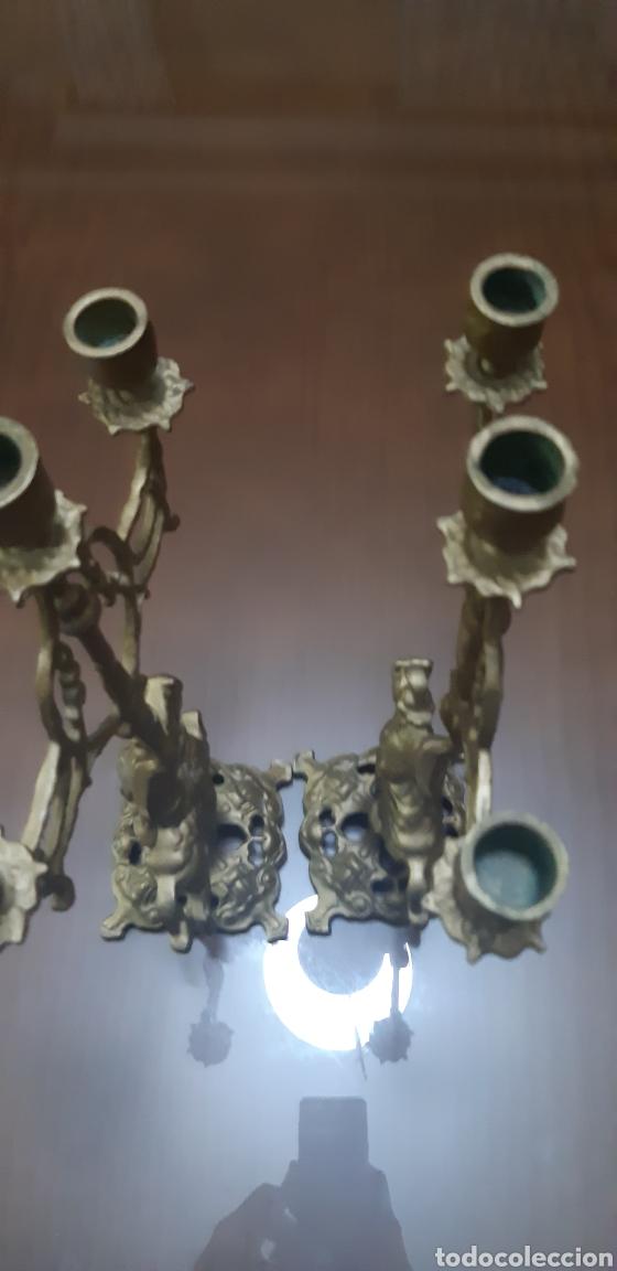 Antigüedades: Conjunto de candelabros y reloj en bronce años 70 - Foto 8 - 212216516