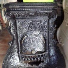 Antigüedades: ESTUFA FRANCESA DE HIERRO FUNDIDO, CON ROLEOS VEGETALES. Lote 212260656