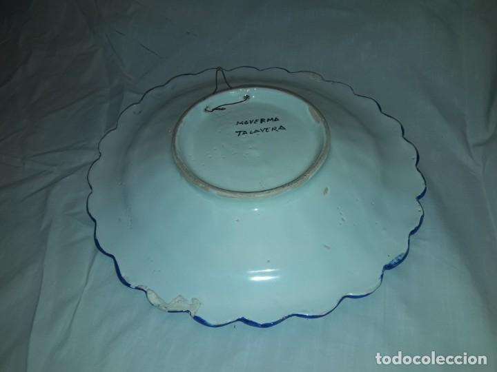 Antigüedades: Bello plato cerámica ondulada Moverma Talavera motivos florales 30cm - Foto 6 - 212320316