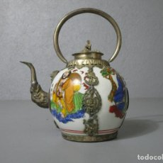 Antigüedades: PRECIOSA TETERA - PORCELANA CHINA - PLATA TIBETANA - SELLO EN LA BASE. Lote 212324893