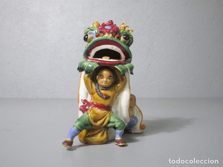 Antigüedades: Bonita Figura China - Baile del Dragón - Terracota - Sello en la Base - Foto 2 - 212325550