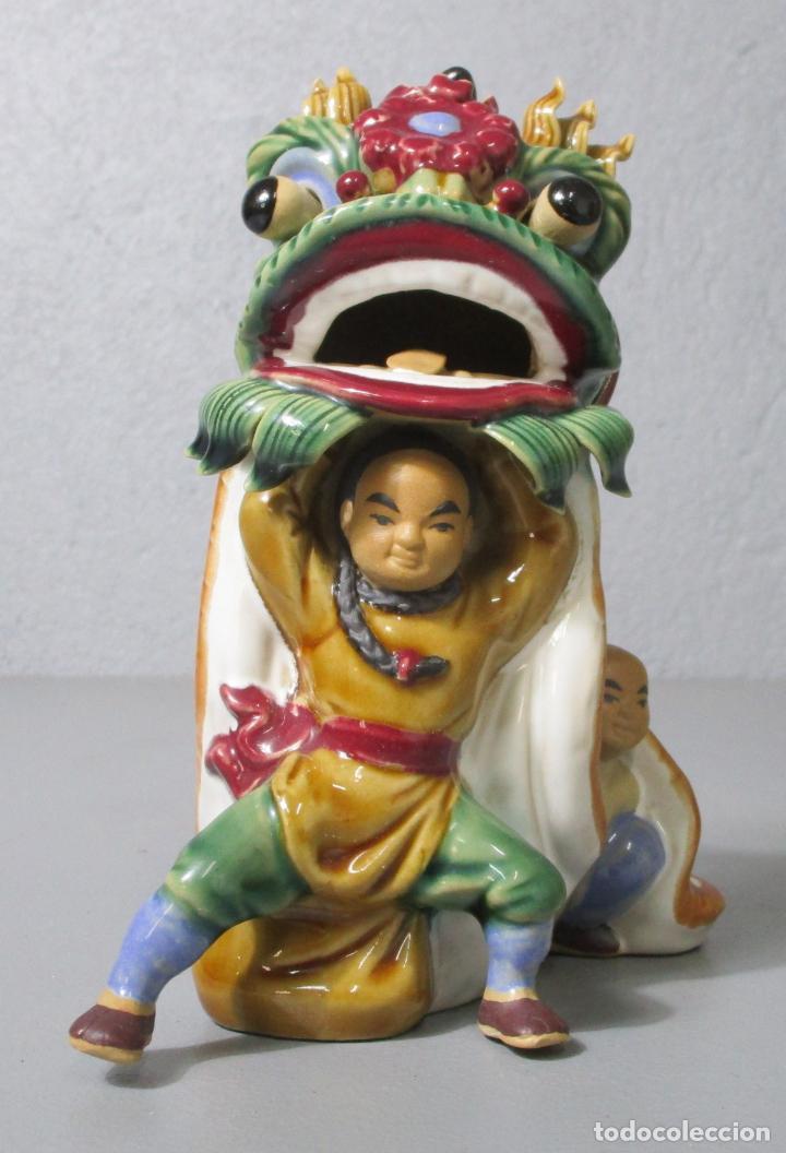 Antigüedades: Bonita Figura China - Baile del Dragón - Terracota - Sello en la Base - Foto 4 - 212325550