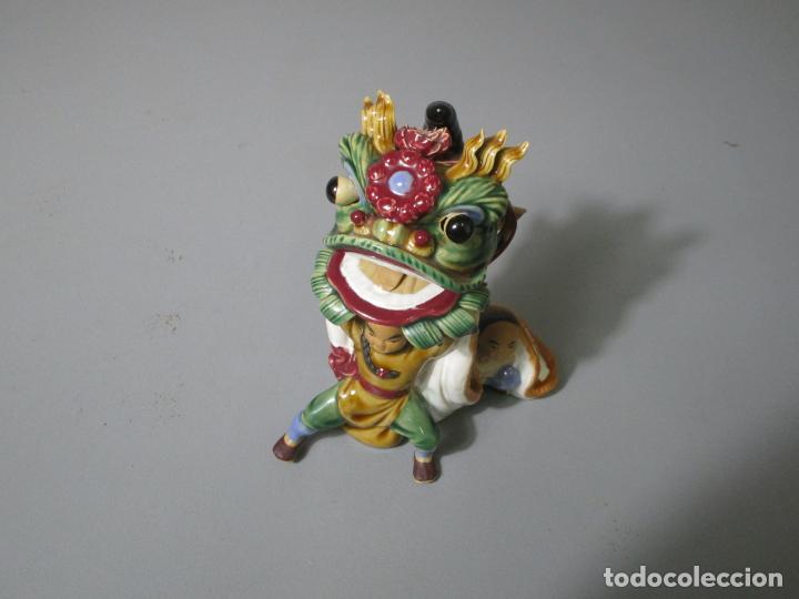 Antigüedades: Bonita Figura China - Baile del Dragón - Terracota - Sello en la Base - Foto 8 - 212325550