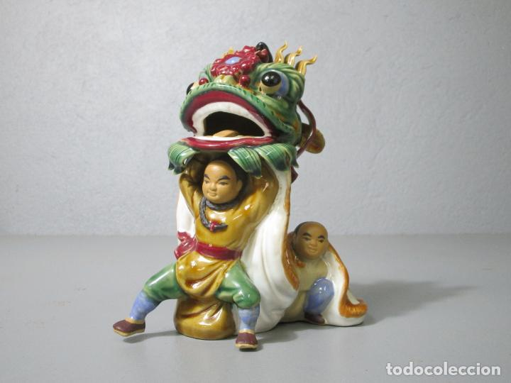 Antigüedades: Bonita Figura China - Baile del Dragón - Terracota - Sello en la Base - Foto 13 - 212325550
