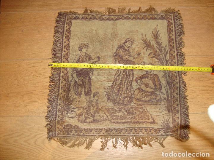 Antigüedades: ANTIGUO TAPIZ DE 44 X 44 CM APROXIMADOS - Foto 2 - 212325742