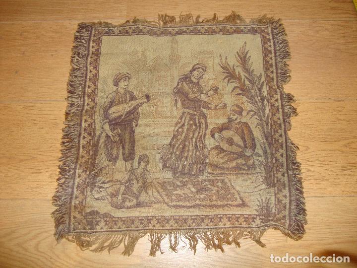 ANTIGUO TAPIZ DE 44 X 44 CM APROXIMADOS (Antigüedades - Hogar y Decoración - Tapices Antiguos)
