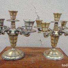Antigüedades: PAREJA DE CANDELABROS DE 5 BRAZOS DE ALPACA PLATEADA. Lote 212327020