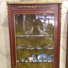 Antigüedades: VITRINA ESTILO LUIS XV CON BRONCES MEDIADOS DEL S XX. Lote 211860626