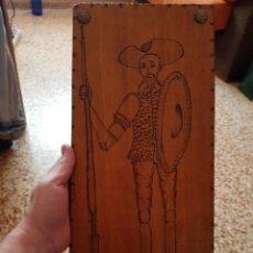 Antigüedades: CUADRO RÚSTICO DON QUIJOTE - PINTADO-TALLADO SOBRE TABLA DE MADERA. Lote 212359653