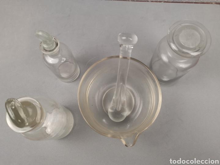 Antigüedades: Material de laboratorio antiguo. Mortero,botes de cristal con tapón - Foto 2 - 212425090