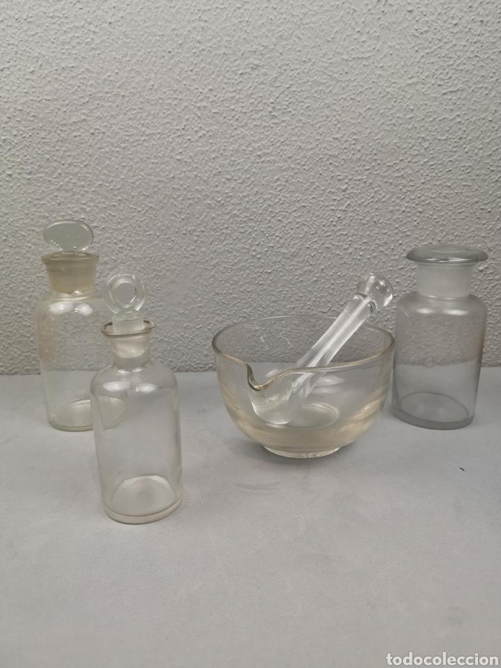 Antigüedades: Material de laboratorio antiguo. Mortero,botes de cristal con tapón - Foto 3 - 212425090