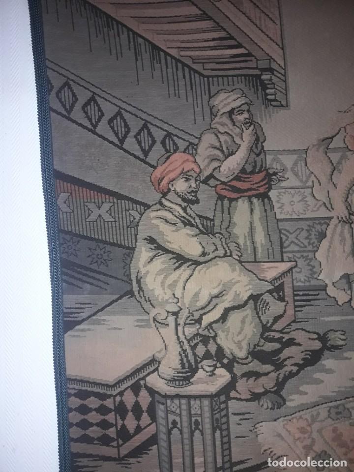 Antigüedades: Excepcional antiguo tapiz de gran tamaño con bellos colores motivos Árabes 181x127cm - Foto 2 - 212428528