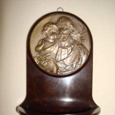Antigüedades: ANTIGUA AGUABENDITERA CON MEDALLÓN DE SAN JOSÉ Y EL NIÑO JESÚS EN BAQUELITA.. Lote 212467840
