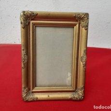 Antigüedades: PORTARETRATO DE MADERA DORADA. Lote 212483546