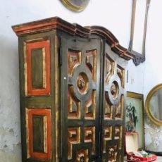Antigüedades: ARMARIO POLICROMADO DE MADERA,SIGLO XVIII. Lote 212485995