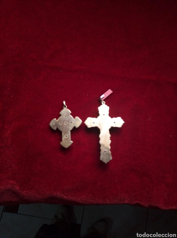 Antigüedades: Dos antiguas cruces de primera comunión. Latón y nácar. - Foto 4 - 212525207