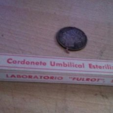 Antigüedades: CORDONETE UMBILICAL ESTERILIZADO MUY ANTIGUO MARCA LABORATORIO FULROT SL. Lote 212533416
