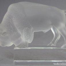Antigüedades: BISONTE EN VIDRIO PRENSADO CRISTAL GLACE TALLADO LALIQUE FRANCIA SIGLO XX. Lote 212604586
