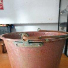 Antigüedades: CALDERA DE COBRE CON ASA DE HIERRO FORJADO.. Lote 212640538
