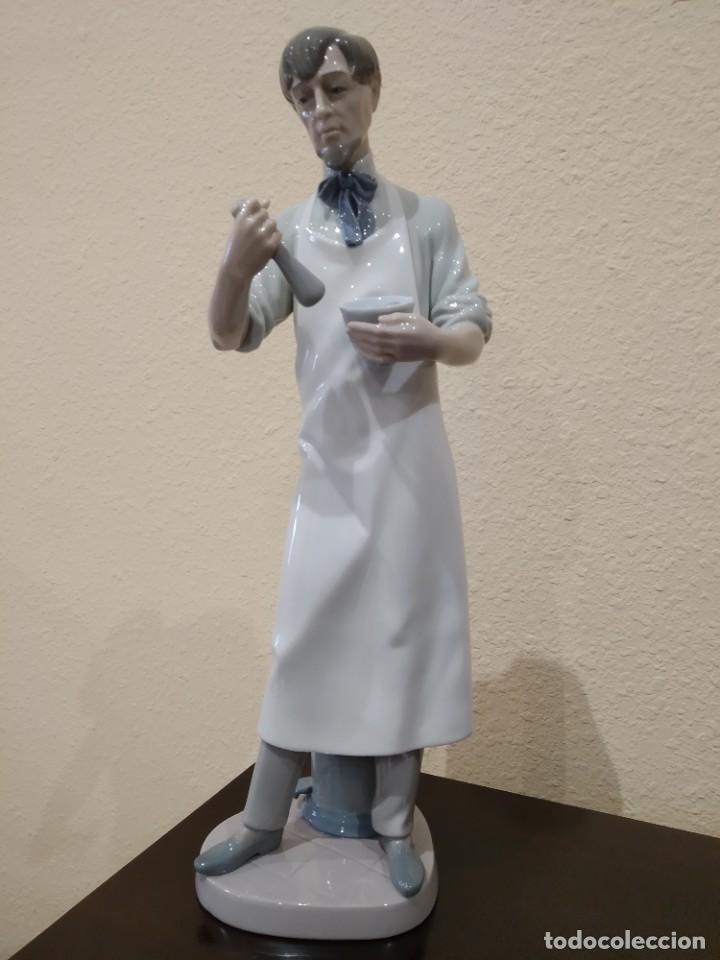 LLADRÓ FIGURA FARMACÉUTICO (TIPO 306) -DESCATALOGADA AÑO 1996 A 2001- 01006273 (Antigüedades - Porcelanas y Cerámicas - Lladró)