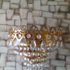 Antigüedades: APLIQUE DE LATON Y LAGRIMAS DE CRISTAL. Lote 212701468
