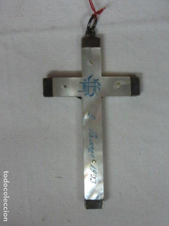 Antigüedades: Crucifijo en nácar y plata - Cristo crucificado - Siglo XX - Inscripción trasera - Foto 2 - 212706657