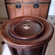 Antigüedades: ANTIGUO DON PEDRO, ORINAL DE MADERA CON CUBO DE METAL ESMALTADO.. Lote 212719526
