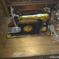 Antigüedades: MAQUINA DE COSER SINGER CON MUEBLE. Lote 212731186