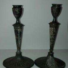 Antigüedades: PAREJA DE CANDEREROS GEORGIANOS EN COBRE PLATEADO. INGLATERRA SIGLO XVIII / XIX. Lote 212733528