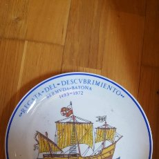 Antigüedades: DIFICILISIMO PLATO REGATA DEL DESCUBRIMIENTO BERMUDA - BAYONA 1972. CERAMICA SANTA CLARA. Lote 212760066