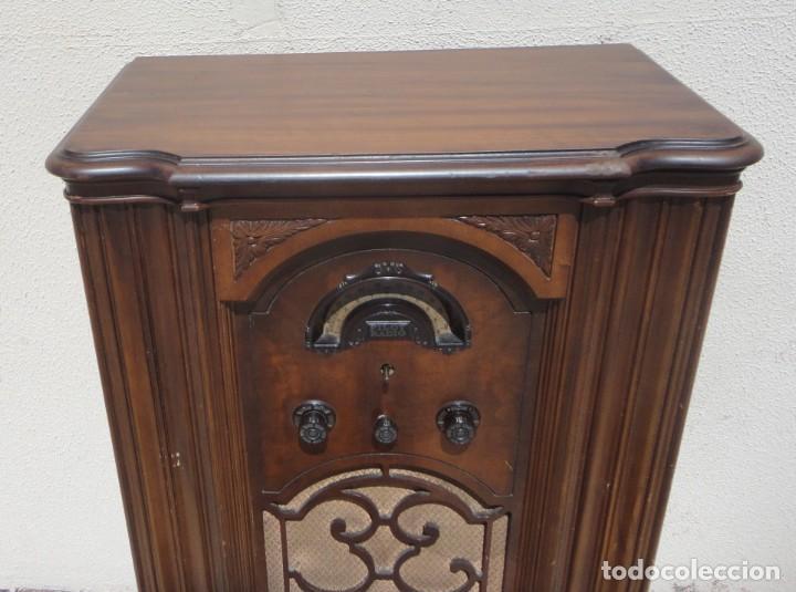 Antigüedades: Mueble radio, marca Pilot de Barcelona 112 de alto - Foto 2 - 212798848