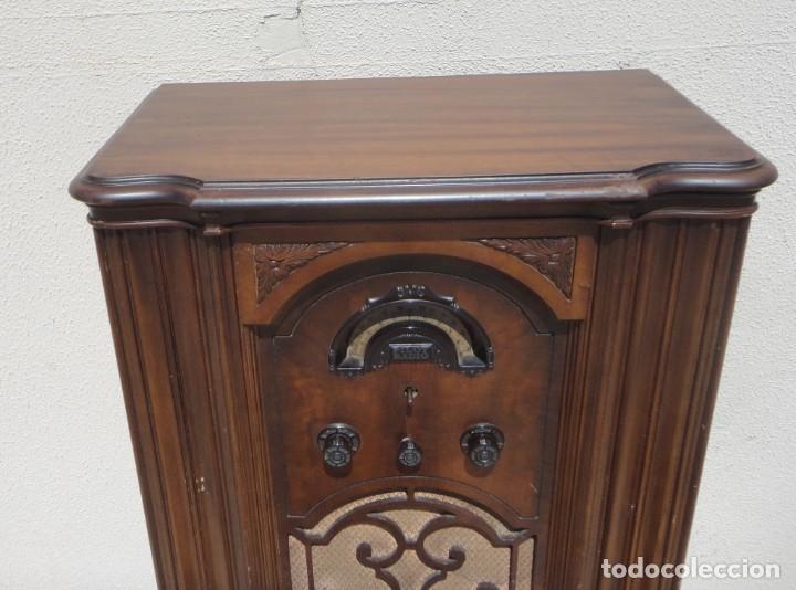 Antigüedades: Mueble radio, marca Pilot de Barcelona 112 de alto - Foto 3 - 212798848