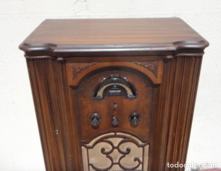 Antigüedades: Mueble radio, marca Pilot de Barcelona 112 de alto - Foto 4 - 212798848