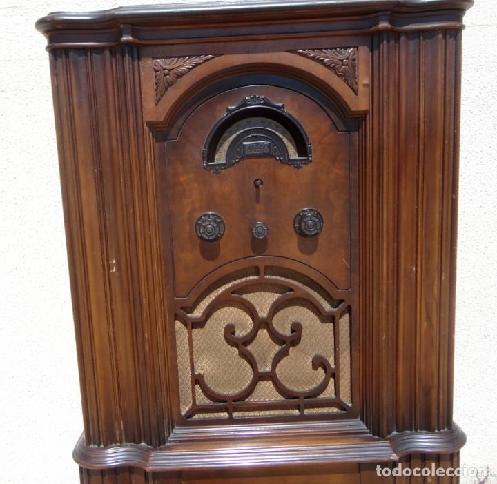 Antigüedades: Mueble radio, marca Pilot de Barcelona 112 de alto - Foto 7 - 212798848