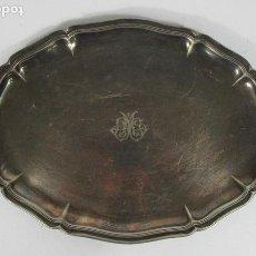 Antigüedades: ANTIGUA BANDEJA PLATEADA - BAÑO DE PLATA - CINCELADA CON LA M DE MARÍA - S. XIX. Lote 212830716