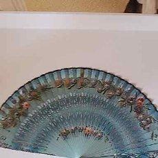 Antigüedades: ABANICO DE 45 VARILLAS CALADAS Y TELA PINTADA. Lote 212835497