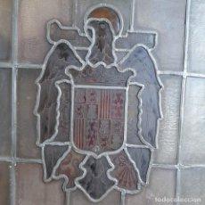 Antigüedades: CRISTALERA ESCUDO ESPAÑA AÑOS 40. Lote 212871305