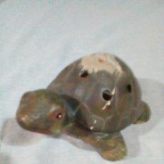 Antigüedades: PORTAVELAS EN FORMA DE TORTUGA. Lote 212874880