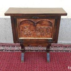 Antigüedades: MUEBLE BAR ANTIGUO DE MADERA TALLADA. MUEBLE AUXILIAR TALLADO MOTIVO BORRACHO BODEGA LICORERA.. Lote 212878576
