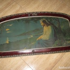 Antigüedades: CUADRO ANTIGUO DE MADERA CON CRISTAL Y LÁMINA RELIGIOSA.. Lote 212925955