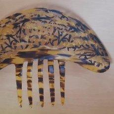 Antigüedades: PEINETA IMITACIÓN CAREY, CALADA, 21 CMS. DE ANCHO.. Lote 212930887