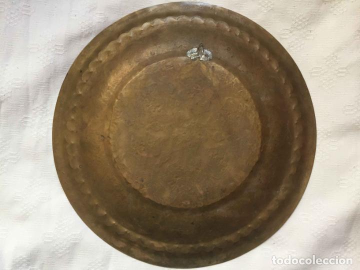 Antigüedades: PLATO BANDEJA (ÁRABE, Marruecos, 1950's) Latón. Decoración. Artesanal. Original ¡Coleccionista! - Foto 2 - 212948073
