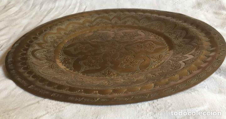 Antigüedades: PLATO BANDEJA (ÁRABE, Marruecos, 1950's) Latón. Decoración. Artesanal. Original ¡Coleccionista! - Foto 4 - 212948073